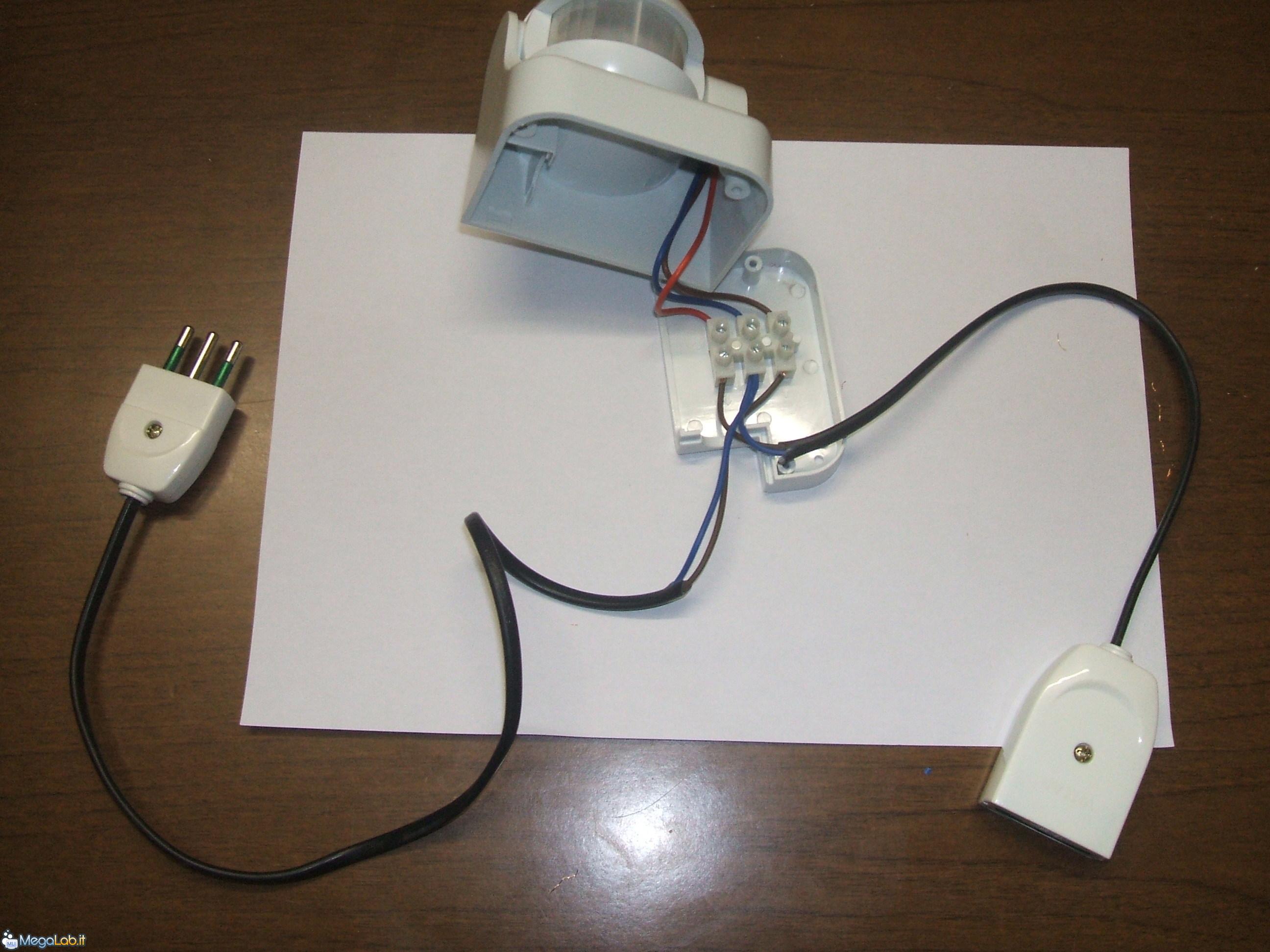 Schema Collegamento Lampada Con Sensore Di Movimento : Accendere il pc con un movimento [megalab.it]